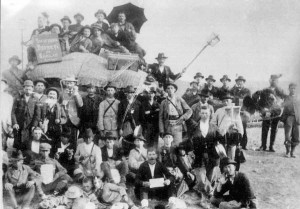 A troupe of theatrical Fusgeyers on the way out of Romania