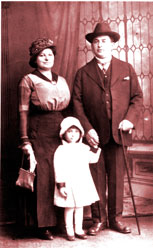 Dorothy & Henry Dworkin with daughter ca 1915